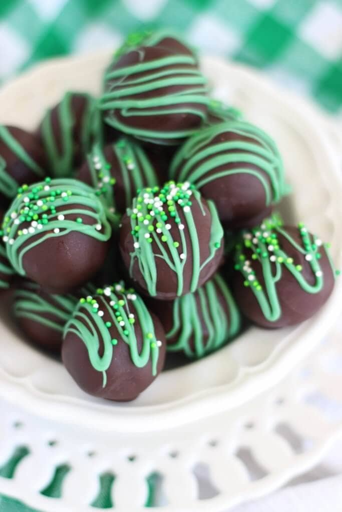 No-Bake-Thin-Mint-Truffles-4-683x1024