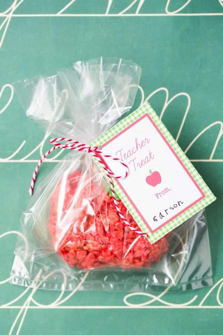 Love these apple rice krispie treats! Cute idea for teacher appreciation!