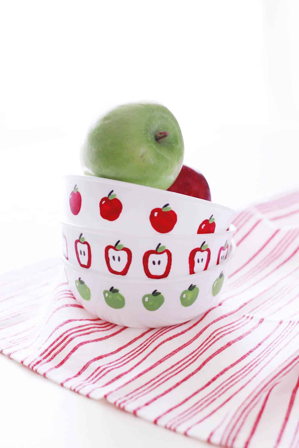Apple Fingerpaint Bowls... a fun, family friendly DIY to welcome autumn and the new school year!