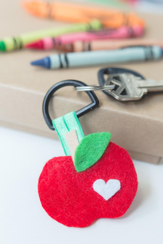 Apple Key Chain... a fun easy DIY kids can make for their teachers