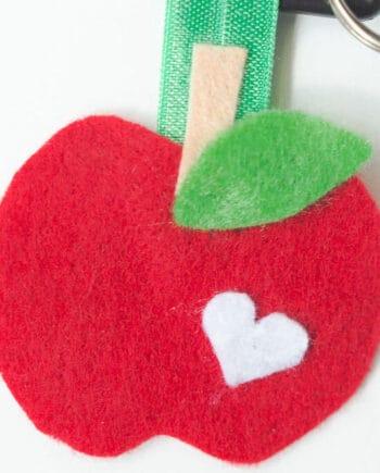 Felt Apple Keychain... a fun kid-friendly craft for back to school!