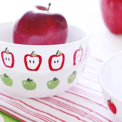 Apple Fingerpaint Bowls... an easy DIY, and great gift for the new teacher!