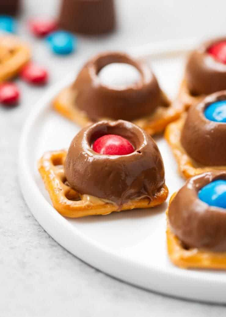 Olympic Snack Ideas... these Team USA rolo pretzel bites are so delicious!