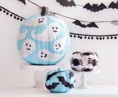 Glitter Decorated Pumpkins ...add a sparkly touch to your Halloween decor this season with these kid-friendly pumpkins!