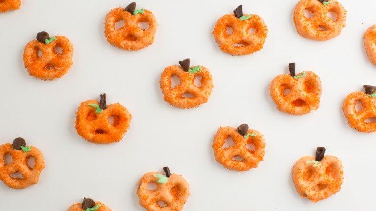 Top 50 Halloween Recipes... Chocolate covered pretzel pumpkins