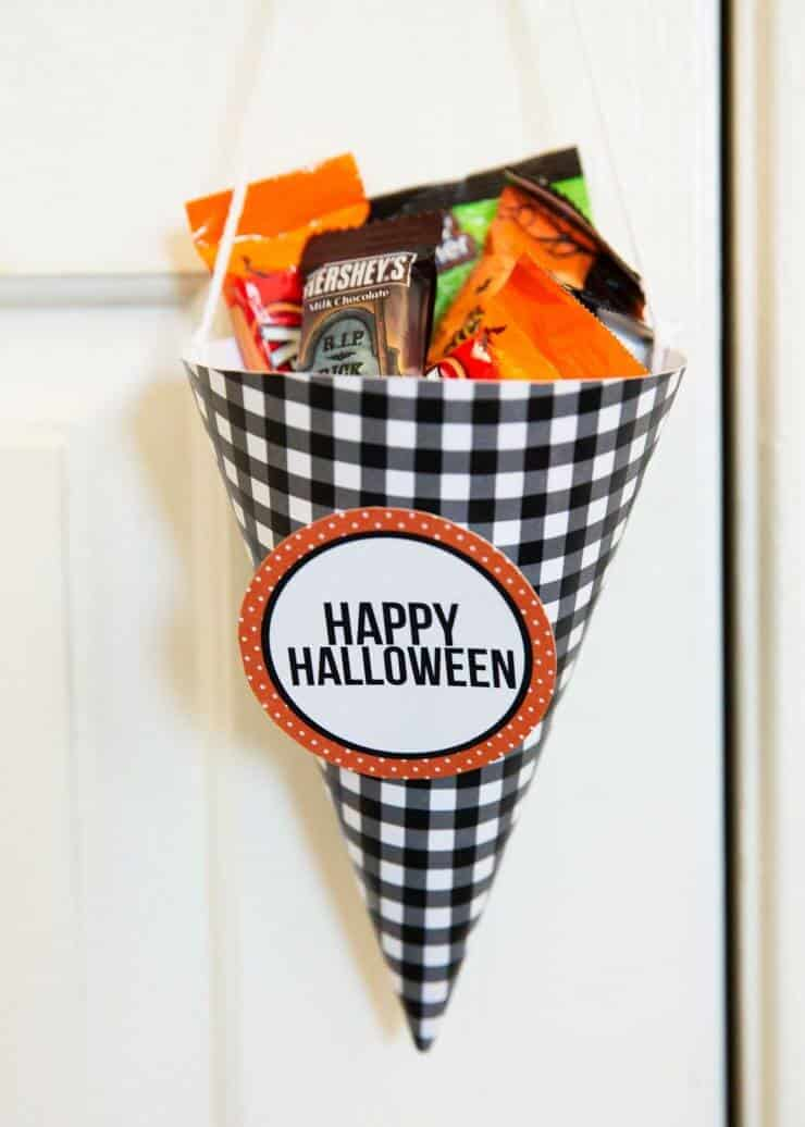 Halloween Candy Popcorn covered in white chocolate mixed with KIT KAT Bars and REESE'S! Fun cones are great for gift giving!