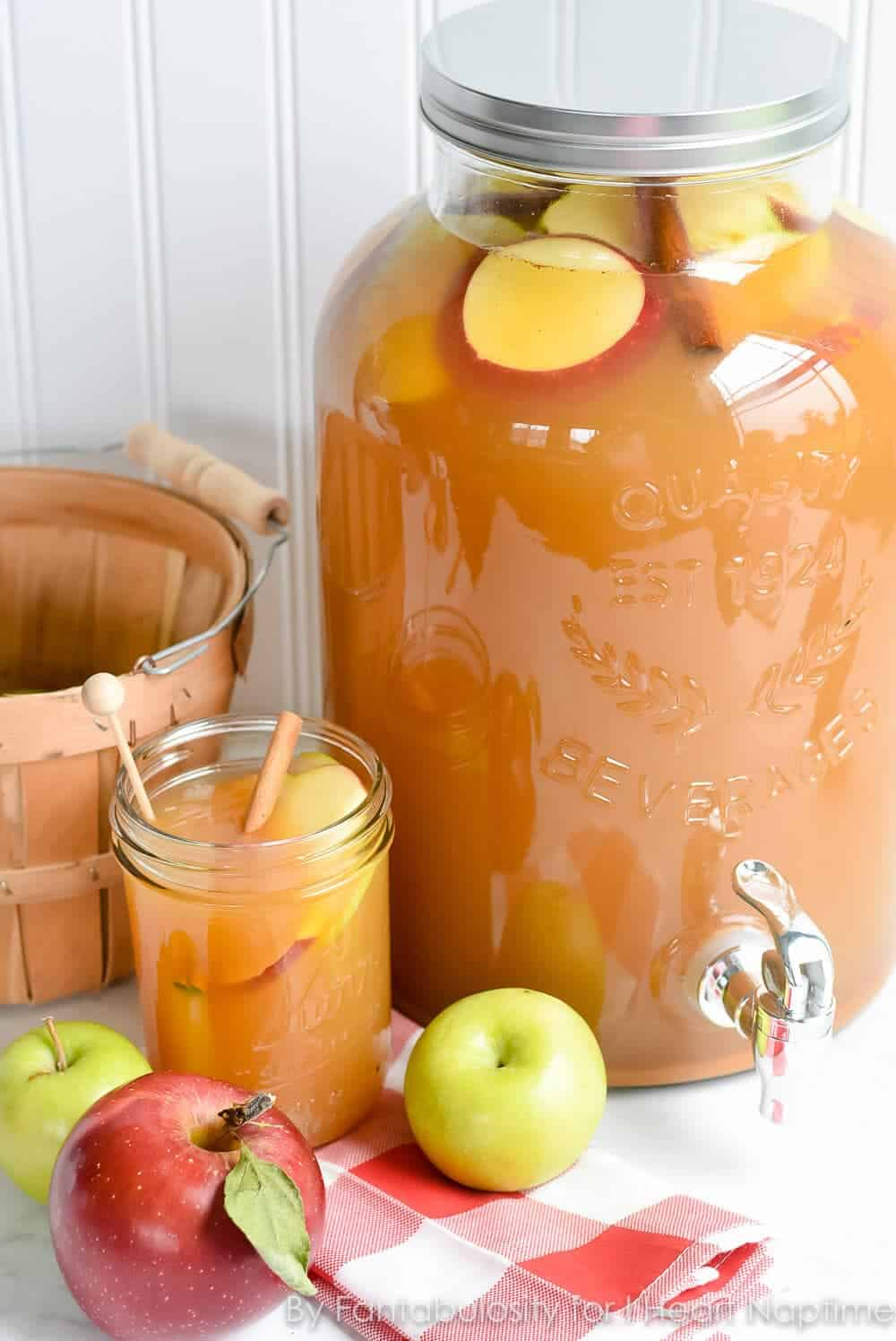 Thanksgiving Punch for a Crowd ... enjoy all the best flavors of autumn with this amazing, delicious drink!