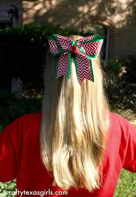 Big Christmas Hair Bow... a fun and easy tutorial to make a beautiful hair bow, the perfect fun accessory!
