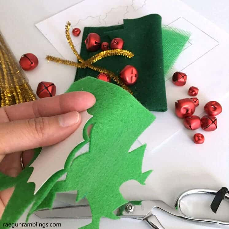 Holly Shoe Bells... get festive this holiday season with these adorable holly shoe bells! Even the littlest helpers can create this fun DIY!