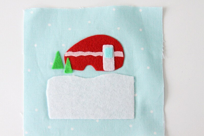 Camper Christmas Ornament... a cute, easy, and adorable DIY ornament perfect for your Christmas tree of as a present topper!