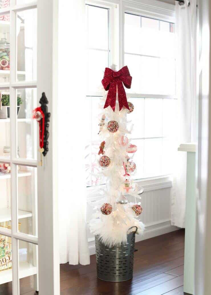 2016 Holiday home tour on iheartnaptime.net -candy Christmas tree