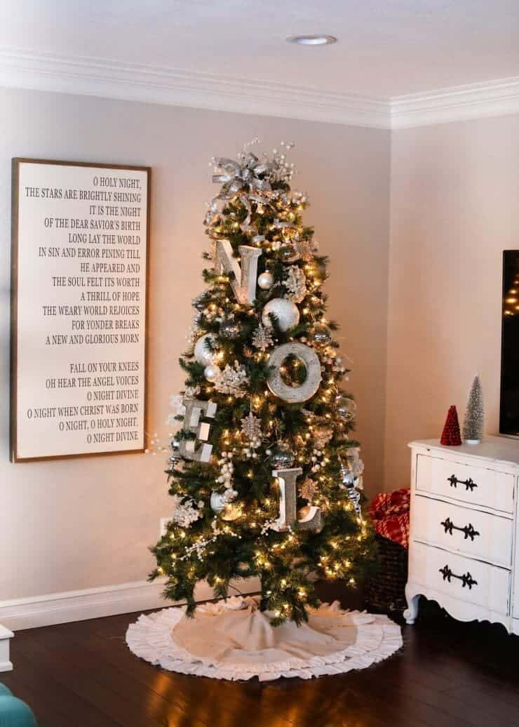 2016 Holiday home tour on iheartnaptime.net -gold Christmas tree
