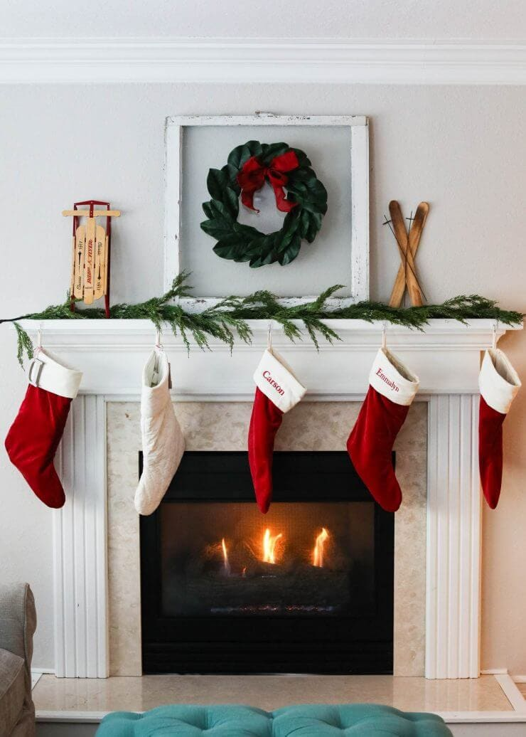 2016 Holiday home tour on iheartnaptime.net -Christmas fireplace