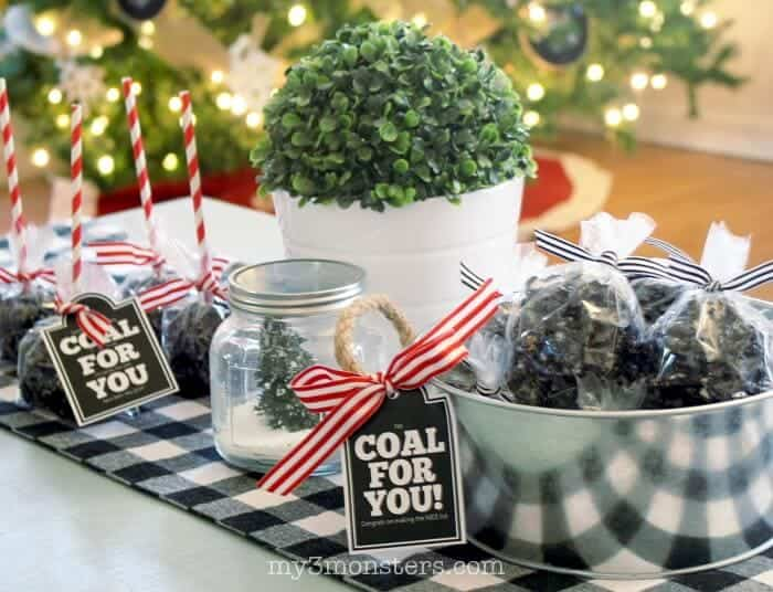 Coal Popcorn Balls... putting a twist on the ever-favorite popcorn balls by creating a licorice caramel to make these amazing Coal Popcorn Balls. Free printable, perfect for gifting, included!