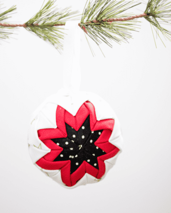No-Sew Quilted Christmas Ornament... make this lovely (and deceptively easy!) ornament in a few minutes, all without any stitching!