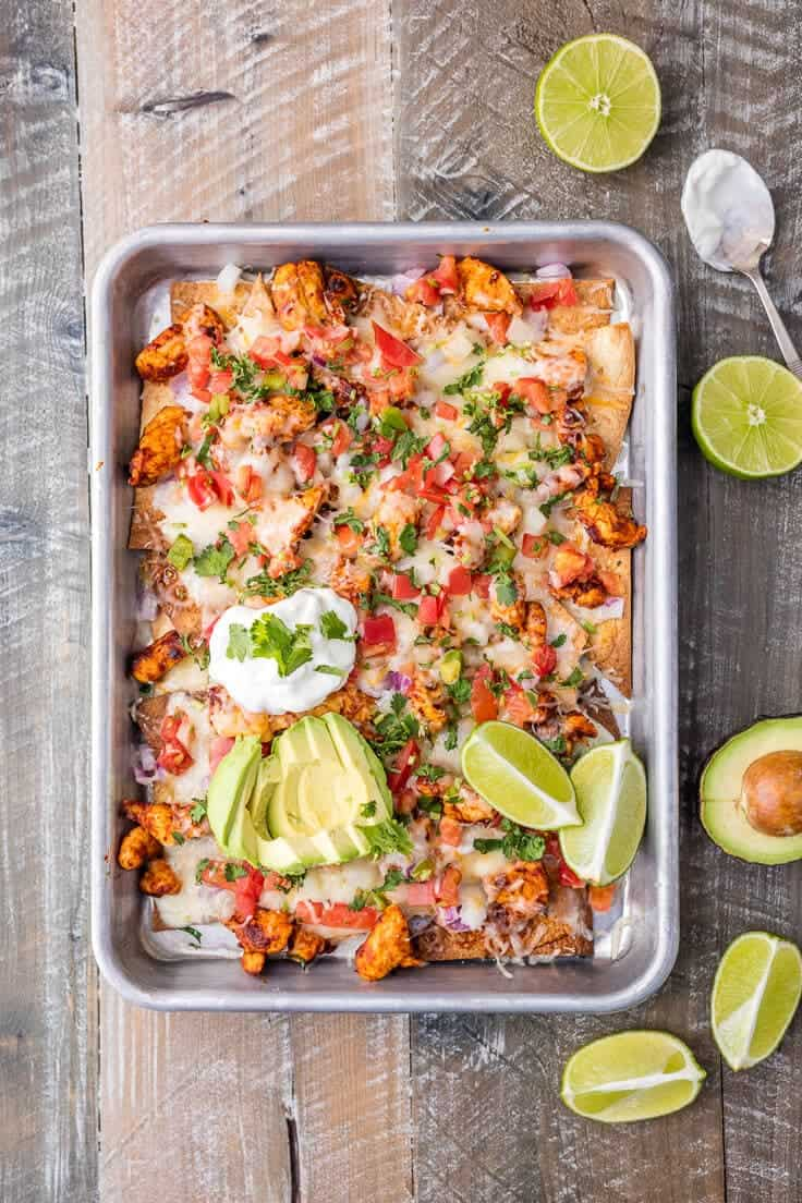 Chicken nachos + 25 Delicious Sheet Pan Dinner Recipes that will make dinnertime a dream with easy prep work and less dishes!