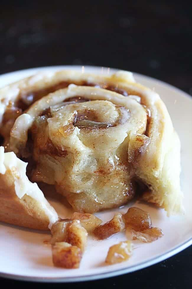 apple pie cinnamon rolls the hopeless housewife + Top 50 Easter Brunch Recipes that will please every guest on your list!