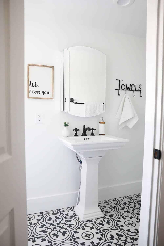 black and white bathroom i heart nap time. Black Bedroom Furniture Sets. Home Design Ideas