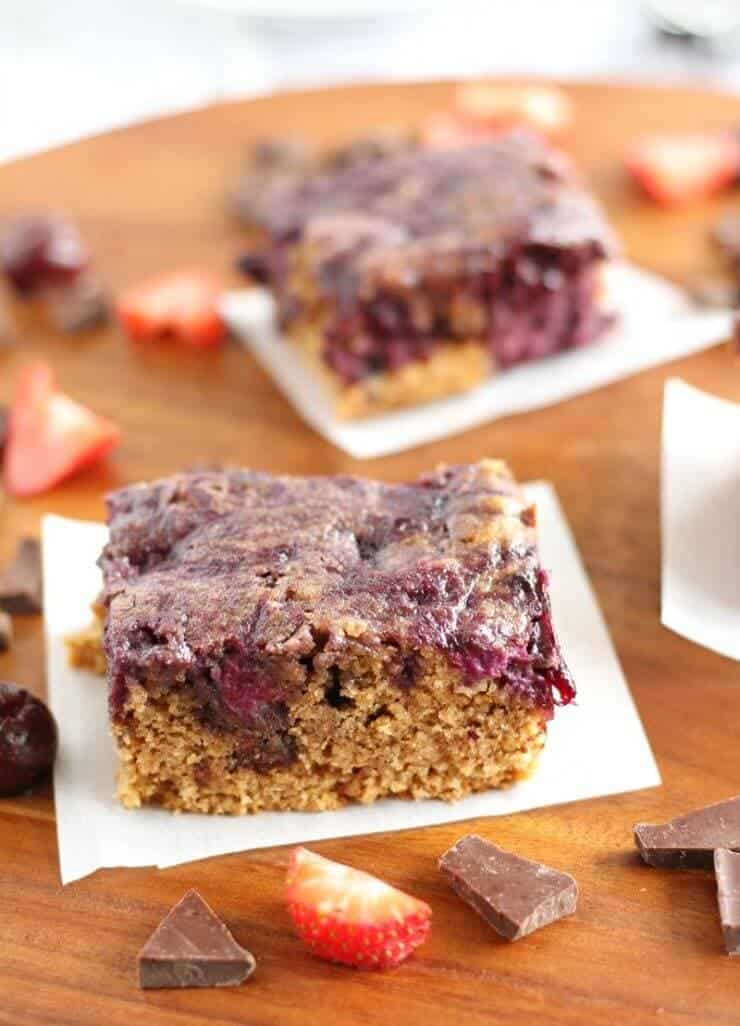 Almond Butter Berry Breakfast Bars + 50 Delicious Berry Recipes... refreshingly sweet treats that you can enjoy all summer long!