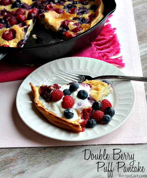 Double Berry Puff Pancakes + 50 Delicious Berry Recipes... refreshingly sweet treats that you can enjoy all summer long!