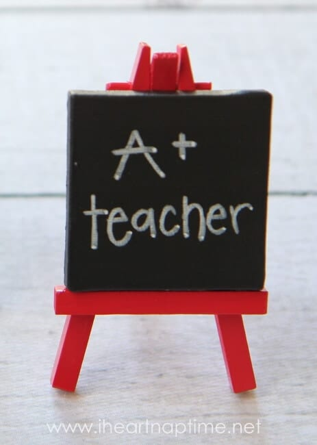 Mini Art Easels + 25 Handmade Gift Ideas for Teacher Appreciation - the perfect way to let those special teachers know how important they are in the lives of your children!