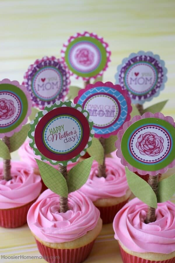 Mother's Day Cupcake Toppers + 25 Free Mother's Day Printables - Beautiful and easy gift ideas to honor the women who make the world go round!