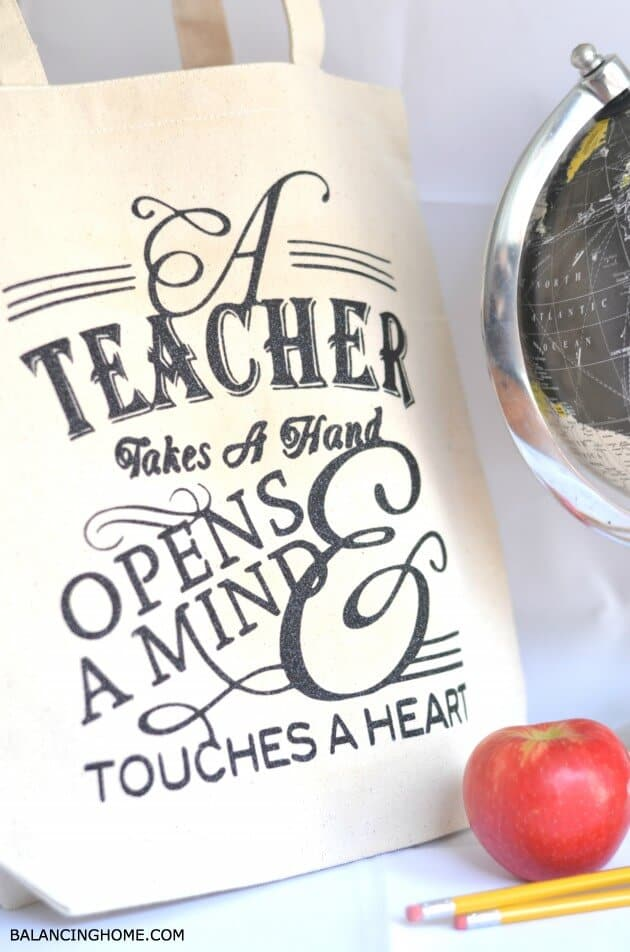 Teacher Appreciation Tote Bag + 25 Handmade Gift Ideas for Teacher Appreciation - the perfect way to let those special teachers know how important they are in the lives of your children!