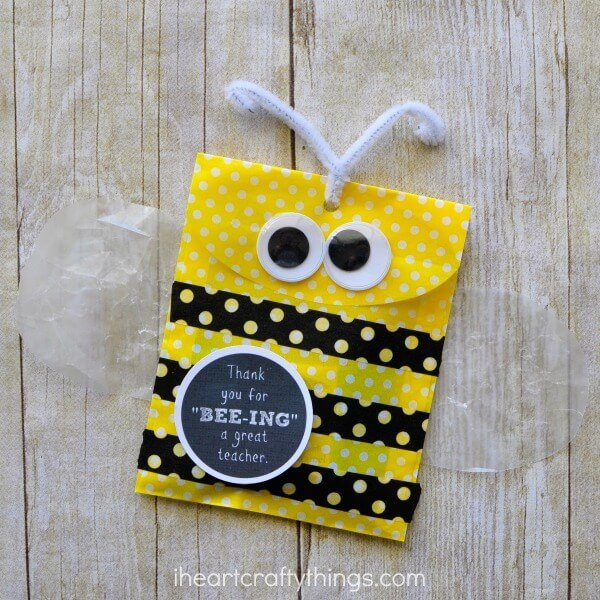 Cute Bee Teacher Appreciation Gift Bag + 25 Handmade Gift Ideas for Teacher Appreciation - the perfect way to let those special teachers know how important they are in the lives of your children!