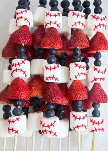 http://www.iheartnaptime.net/wp-content/uploads/2017/05/fruit-skweres-i-heart-naptime-2-379x530.jpg
