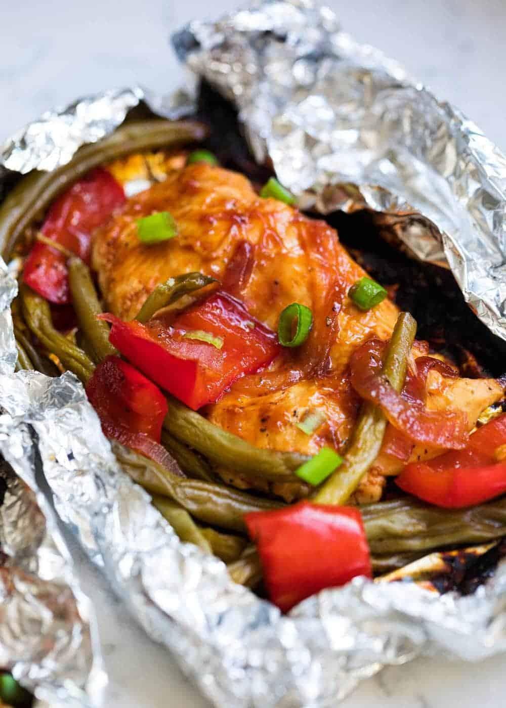 sebzeler ile Barbekü tavuk folyo paket