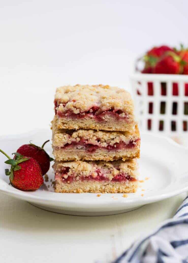 Strawberry Crumb Bars + 50 Delicious Berry Recipes... refreshingly sweet treats that you can enjoy all summer long!