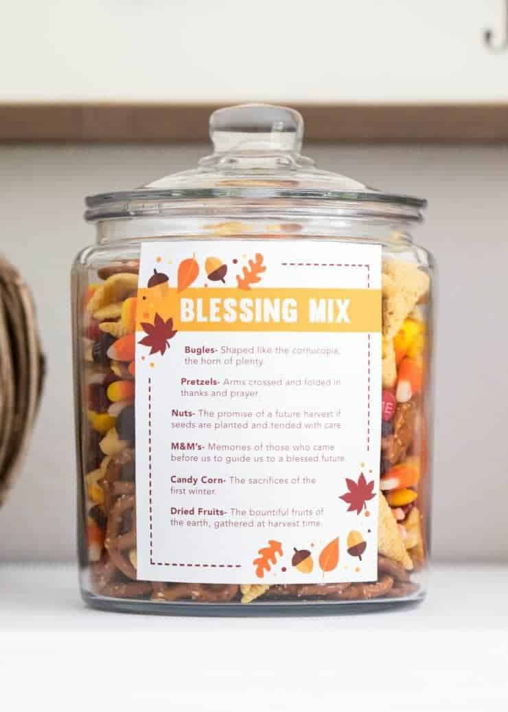 Thanksgiving blessing mix + free printable -a sweet and salty snack mix that is perfect for gift giving or holiday snacking. printable available.