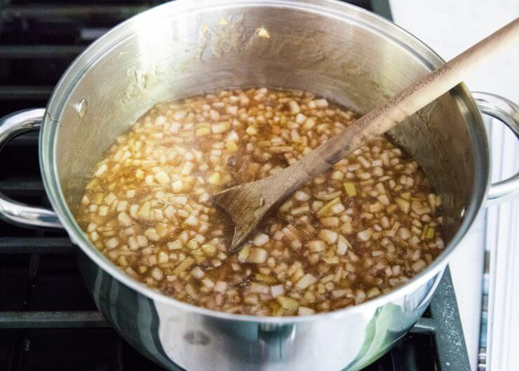 Homemade apple pie filling -perfect for all your fall baking this year! Great for pies, crisps, cakes and more.
