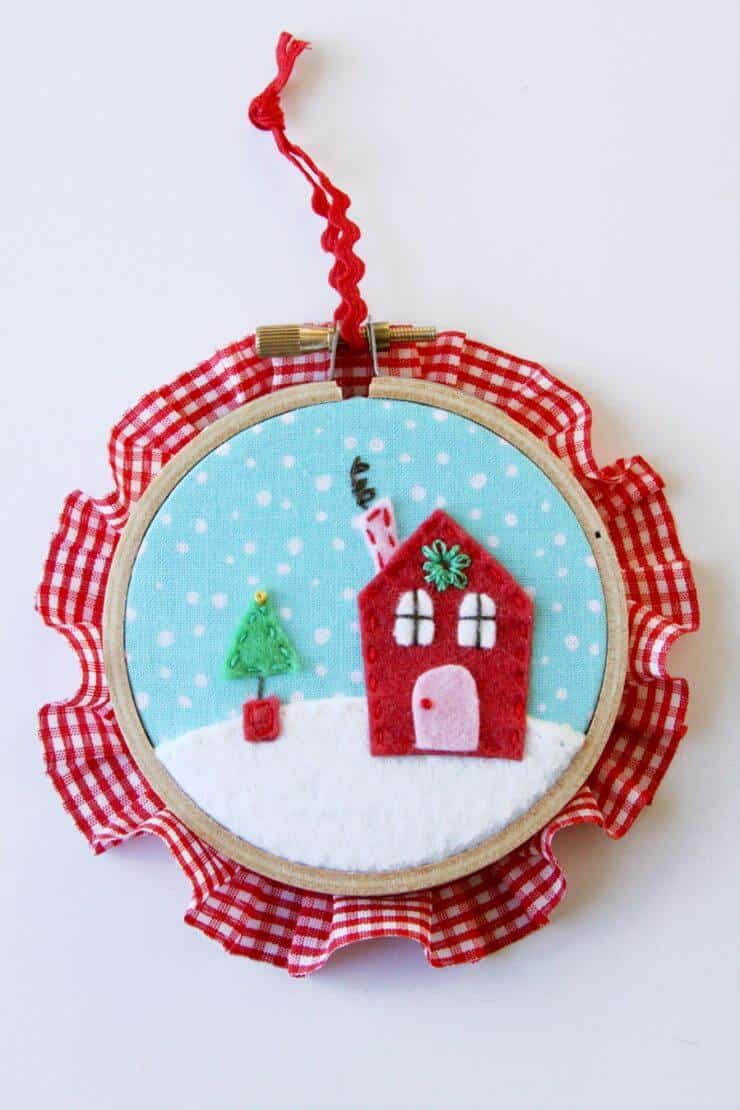 These Sweet Felt and Fabric Hoop Ornaments are so quick to stitch up and make great gifts and present toppers!