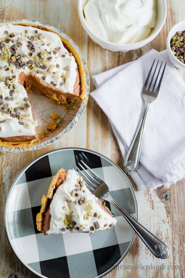 This Mint Chocolate Cream Pie recipe is just what your holiday get togethers need!