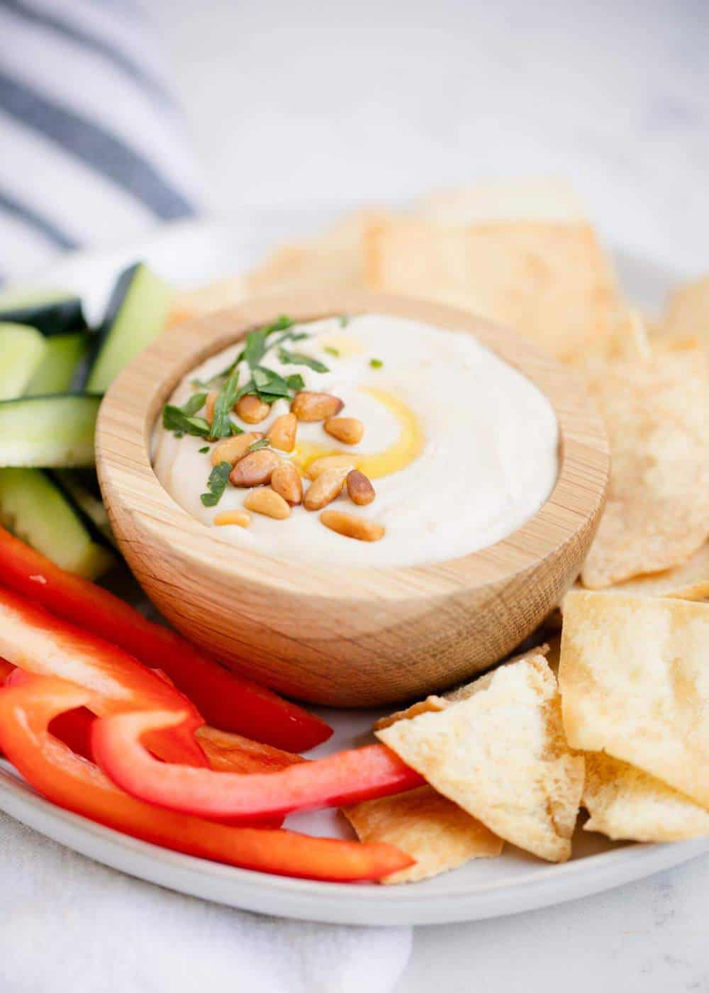white bean hummus with fresh veggies and pita chips
