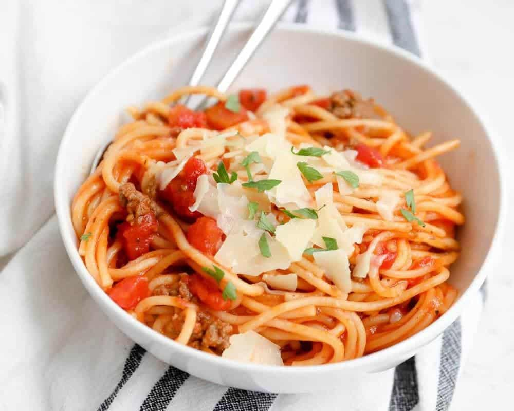 bowl of spaghetti made in the instant pot