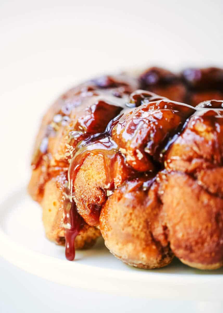 close up of caramel apple monkey bread