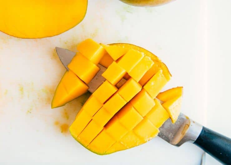 how to peel a mango