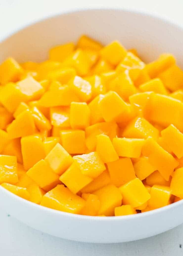 cut mango in bowl