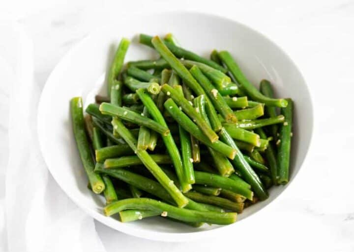cooked green beans in bowl