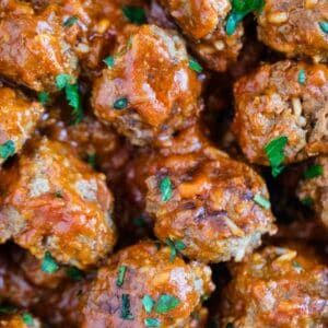 porcupine meatballs in pan with tomato sauce and parsley