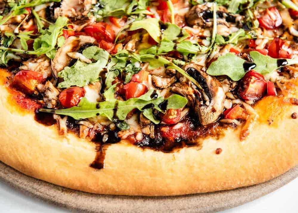 whole wheat pizza with tomatoes, arugula and balsamic