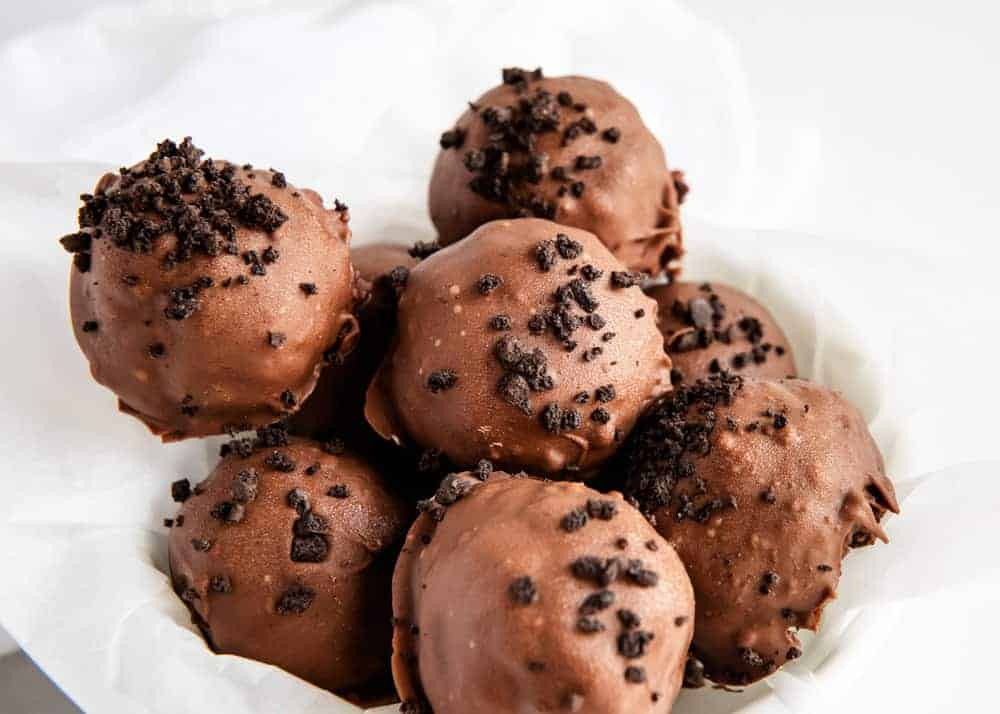EASY 3-Ingredient Brownie Truffles - I Heart Naptime