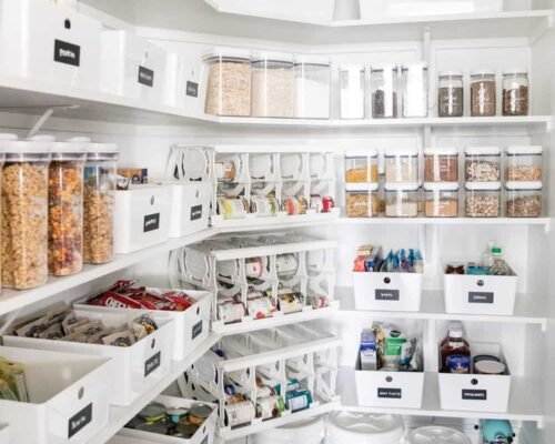 organized pantry shelves