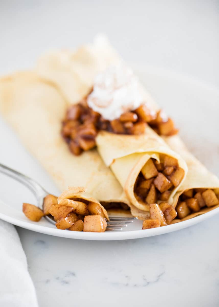 crepes filled with apples