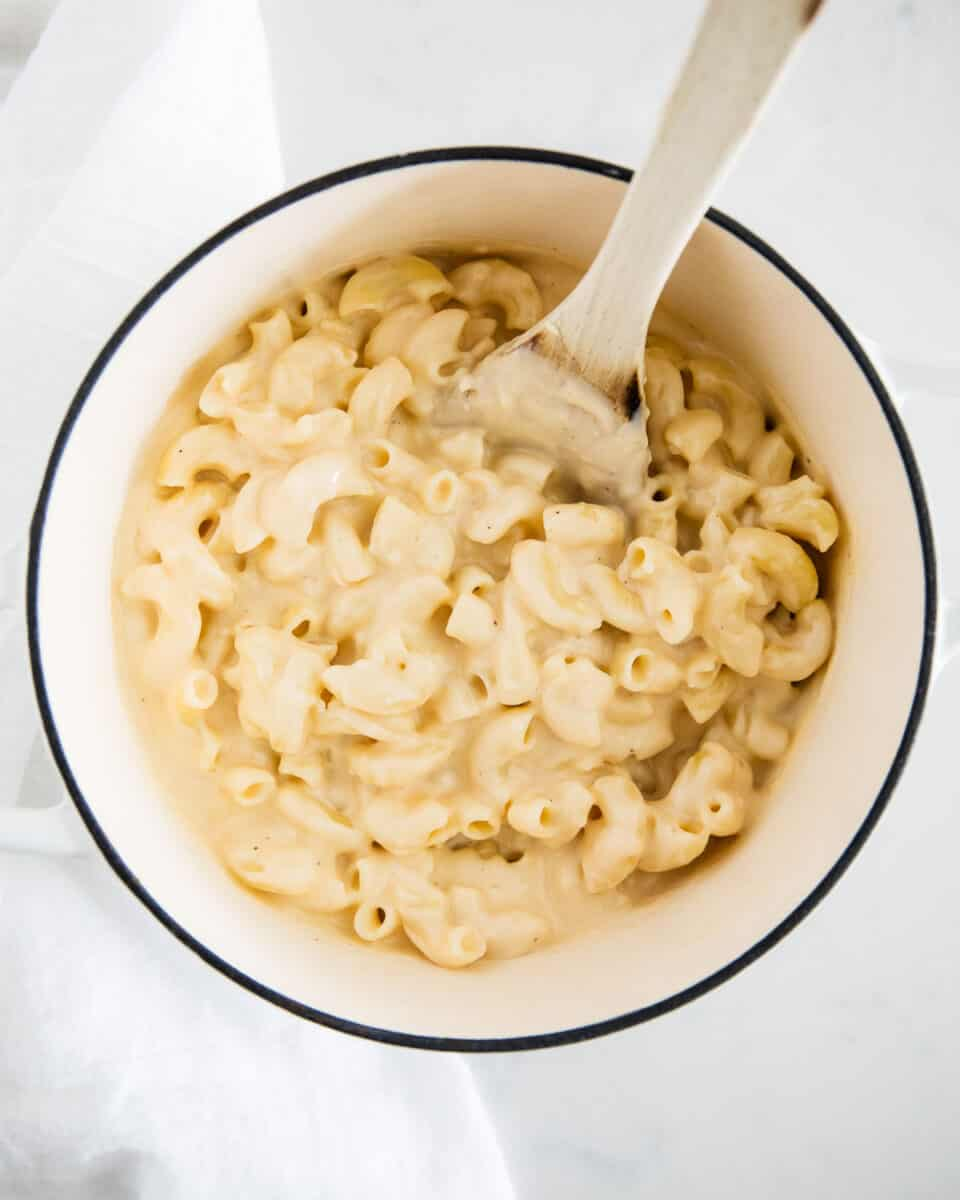 mac and cheese in white pot