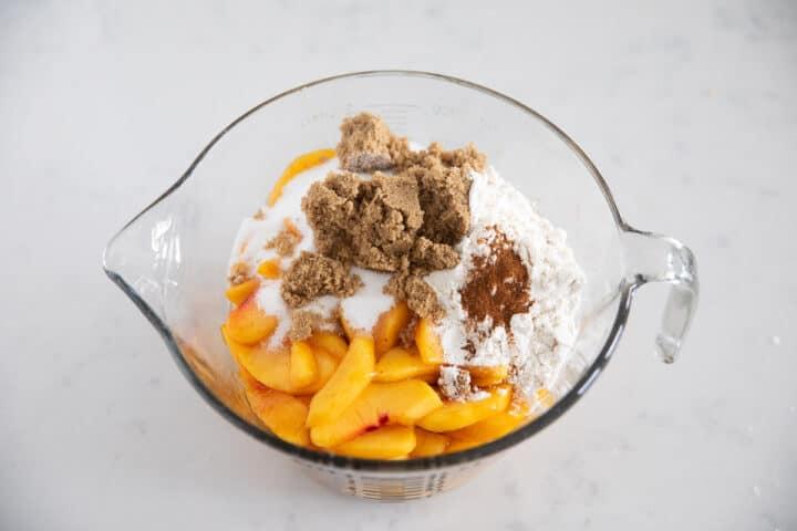 peach filling ingredients in bowl