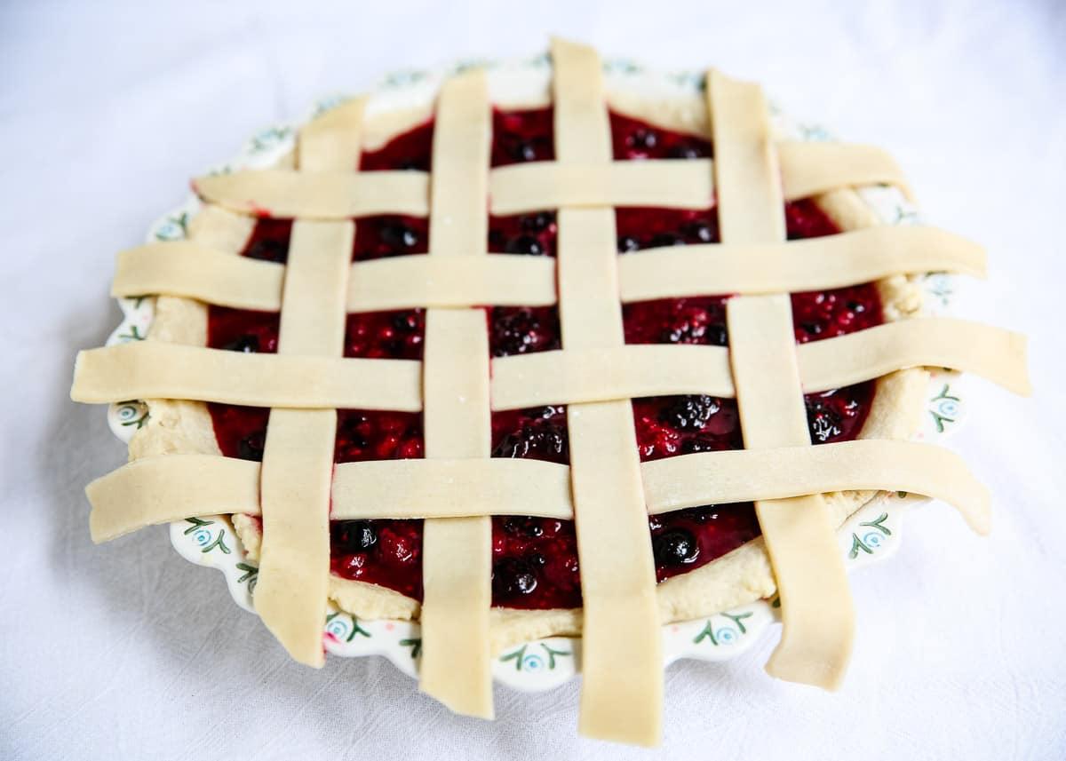 making lattice crust from pie