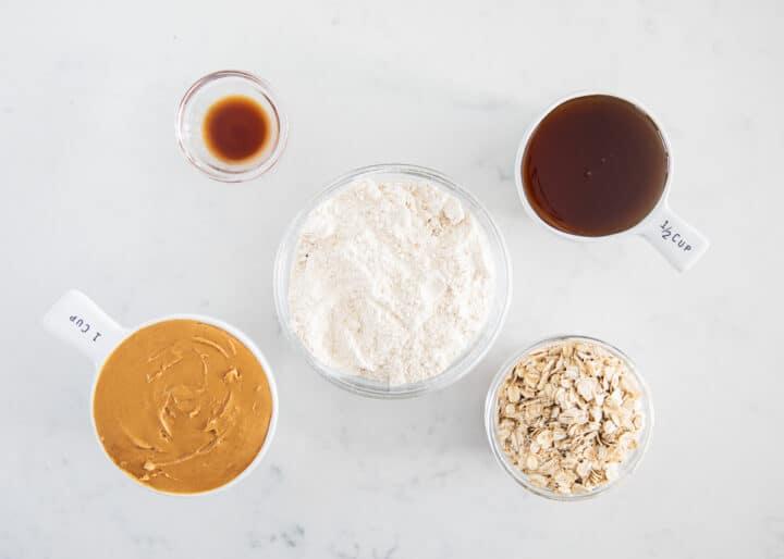 kodiak kek protein topları malzemeler masada